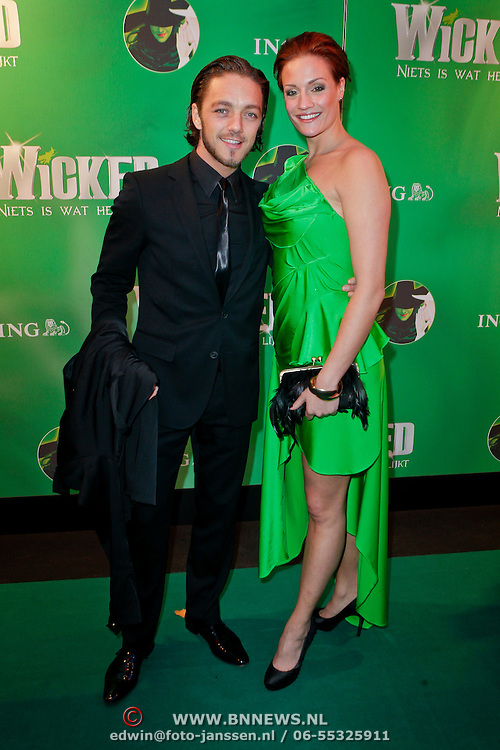 NLD/Scheveningen/20111106 - Premiere musical Wicked, Tommie Christiaan en partner Michelle Splietelhof