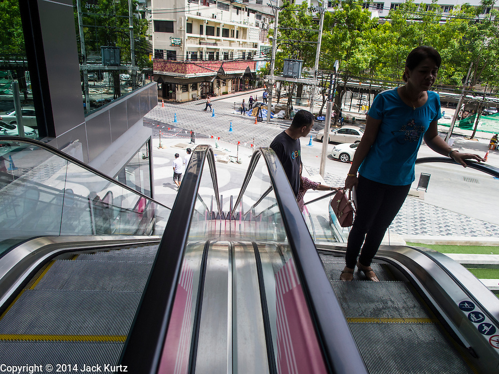 15 JULY 2014 - BANGKOK, THAILAND: People on an escalator leading into Siam Square 1, an expansion of Siam Square, a shopping and entertainment area in Bangkok. There is a range of shops and services, including tutor schools, restaurants, cafe, designer clothing boutiques, record stores, bookshops, Hard Rock Cafe and banks in the area. Siam Square is owned by Chulalongkorn University and is managed by its Property Management Office, known as the Chula Property.    PHOTO BY JACK KURTZ