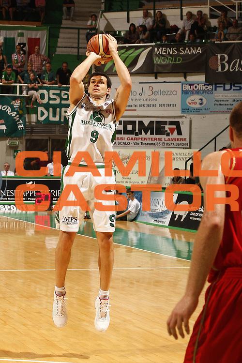 DESCRIZIONE : Siena Lega A 2008-09 Playoff Quarti di finale Gara 3 Montepaschi Siena Scavolini Spar Pesaro <br /> GIOCATORE : Marco Carraretto<br /> SQUADRA : Montepaschi Siena<br /> EVENTO : Campionato Lega A 2008-2009 <br /> GARA : Montepaschi Siena Scavolini Spar Pesaro<br /> DATA : 23/05/2009<br /> CATEGORIA : tiro<br /> SPORT : Pallacanestro <br /> AUTORE : Agenzia Ciamillo-Castoria/P.Lazzeroni