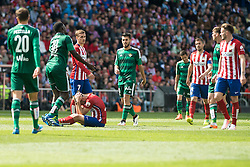 02.04.2016, Estadio San Mames, Bilbao, ESP, Primera Division, Athletic Club vs Real Betis, 31. Runde, im Bild Atletico de Madrid's Saul Niguez, Antoine Griezmann and Gabi Fernandez and Real Betis's Pezzella, N'Diaye and Dani C. // during the Spanish Primera Division 31th round match between Athletic Club and Real Betis at the Estadio San Mames in Bilbao, Spain on 2016/04/02. EXPA Pictures © 2016, PhotoCredit: EXPA/ Alterphotos/ Borja B.Hojas<br /> <br /> *****ATTENTION - OUT of ESP, SUI*****