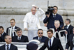 November 12, 2016 - Vatican City, Vatican - Pope Francis arrives to celebrate the last Saturday Jubilee Audience as part of ongoing celebrations of the Holy Year of Mercy in St. Peter's Square in Vatican City, Vatican. Pope Francis presided over the last special audience for the Jubilee of Mercy this morning, during which he called on Christians to witness to God's mercy by being inclusive. (Credit Image: © Giuseppe Ciccia/Pacific Press via ZUMA Wire)