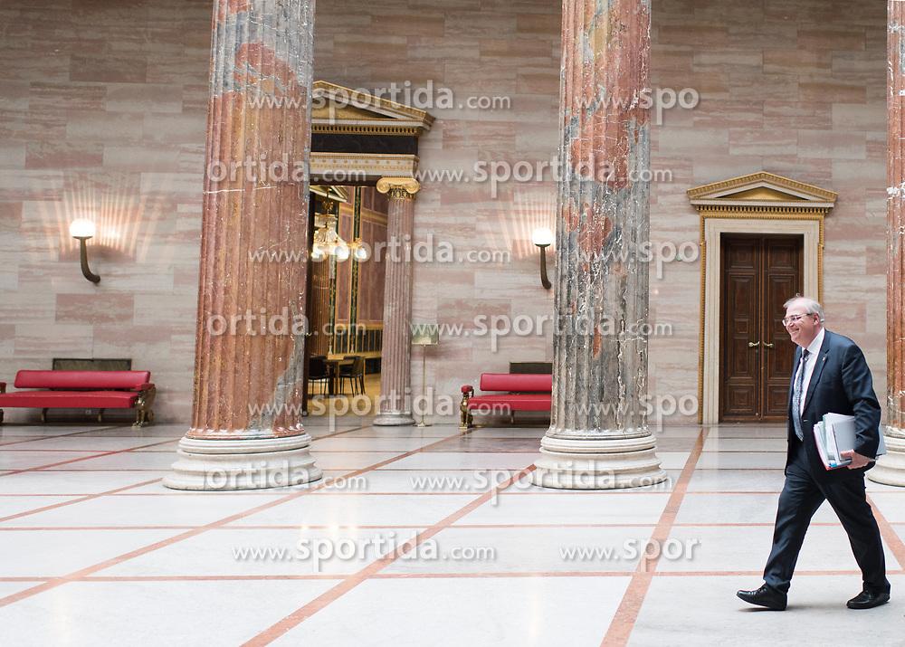 16.05.2017, Parlament, Wien, AUT, Parlament, Treffen zwischen Regierung und Oppositions zur Terminvereinbarung der Neuwahl am 15. Oktober 2017, im Bild Vizekanzler und Bundesminister für Justiz Wolfgang Brandstetter (ÖVP) // Austrian Vice Chancellor and Minister of Justice Wolfgang Brandstetter during meeting of the National Council of austria with a speech of the federal chancellor regarding to government crisis and new elections at austrian parliament in Vienna, Austria on 2017/05/16, EXPA Pictures © 2017, PhotoCredit: EXPA/ Michael Gruber