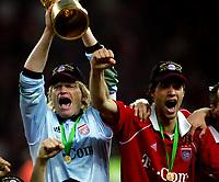 Oliver Kahn, Michael Ballack Bayern DFB-Pokalsieger Bayern Muenchen<br /> DFB-Pokal Finale Eintracht Frankfurt - FC Bayern Muenchen  Bayern München <br /> Norway only