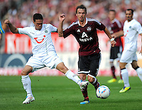 FUSSBALL   1. BUNDESLIGA  SAISON 2011/2012   2. Spieltag 1 FC Nuernberg - Hannover 96          13.08.2011 Manuel Schmiedebach (li, Hannover 96) gegen Markus Feulner (re, 1 FC Nuernberg)
