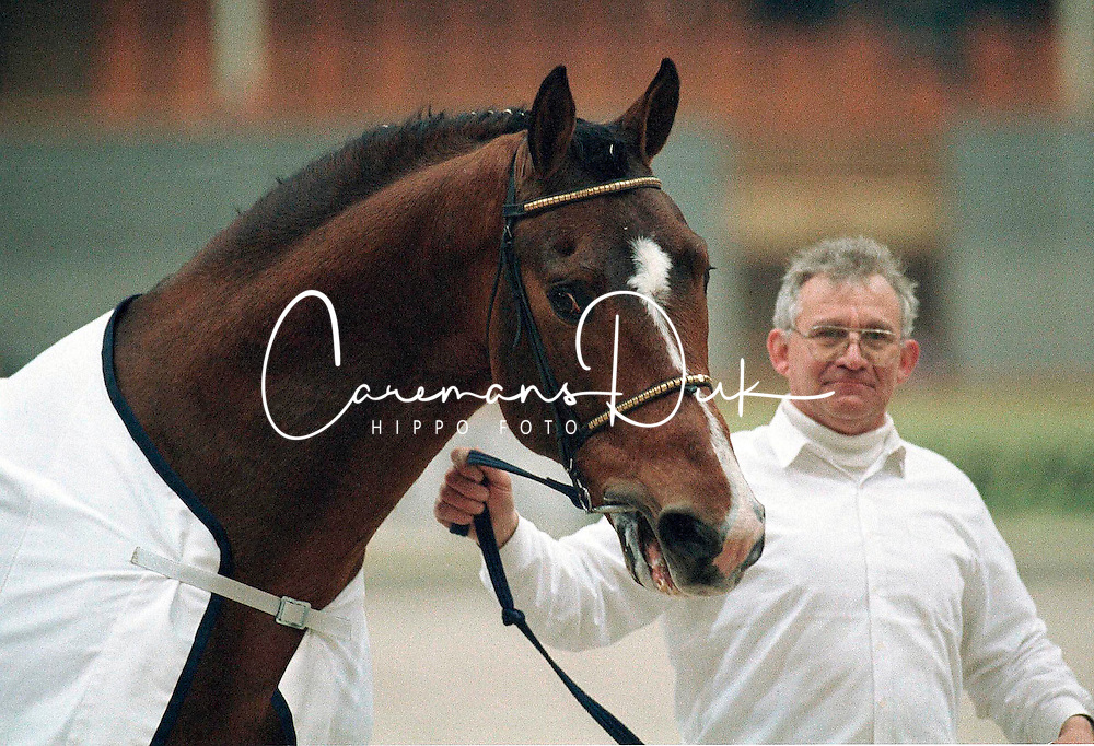Major de la Cour met Damiaan van Hollebeke<br /> BWP Hengstenkeuring Moorsele 1999<br /> © Dirk Caremans