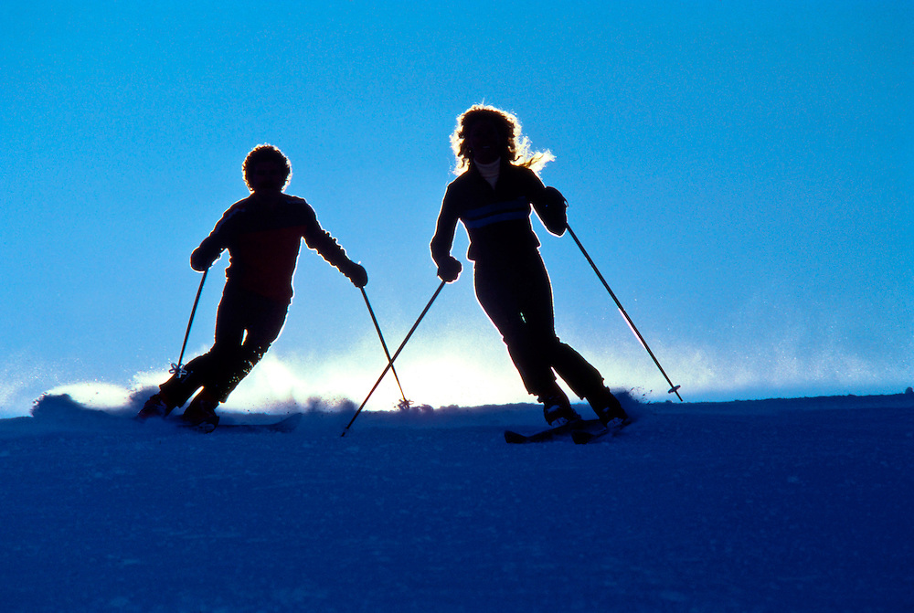 Skiing Couple Siloette