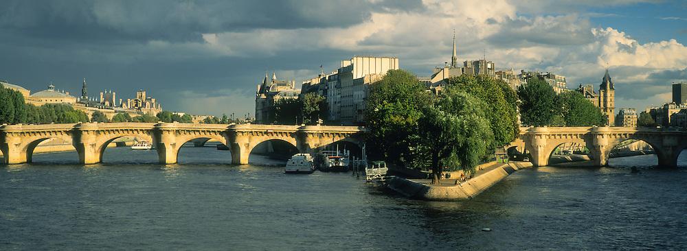 Pont Neuf, Ile de la Cite, Seine, Paris, France