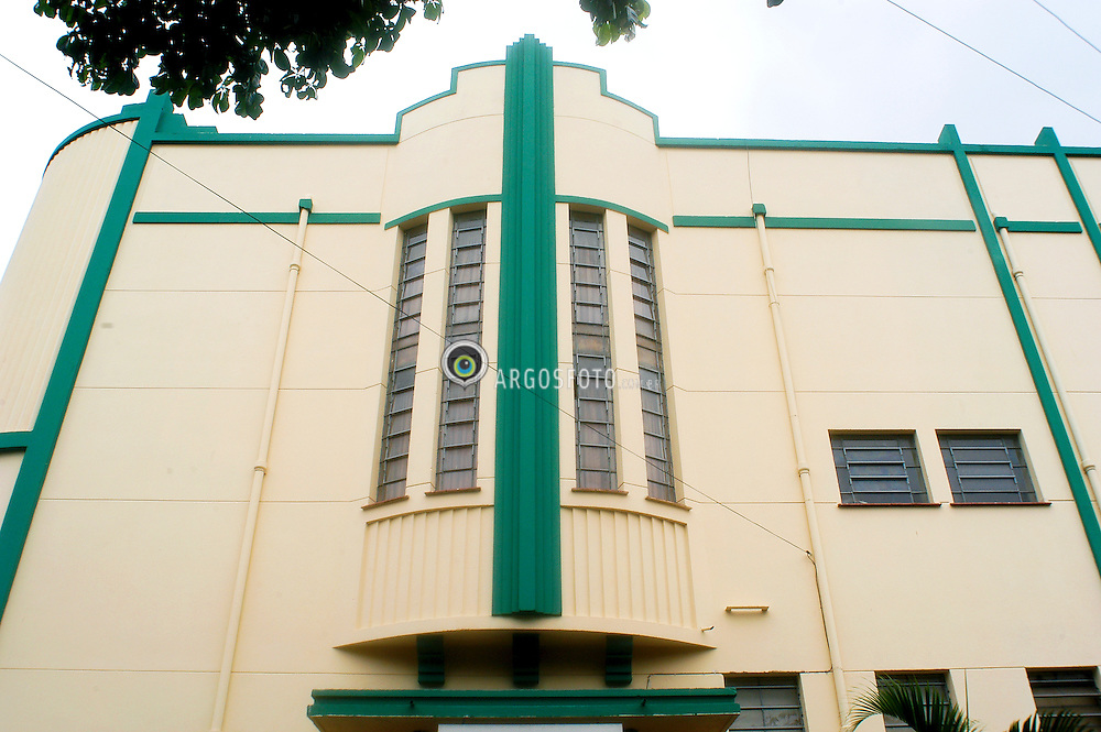 Colegio Santa Clara, edificio estilo Art Deco.  Goiania tem um dos mais importantes conjuntos arquitetonicos em Art Deco do pais. / A elementary school at Goiania city. Art Deco building. The first buildings in this planned city, designed by Atílio Correia Lima, were inspired by Art Deco. The collection of buildings in the city is considered the largest in the world. Mostly built in the 1940s and 1950s they have been recognized by the National Institute of Historical and Artistic Heritage.)