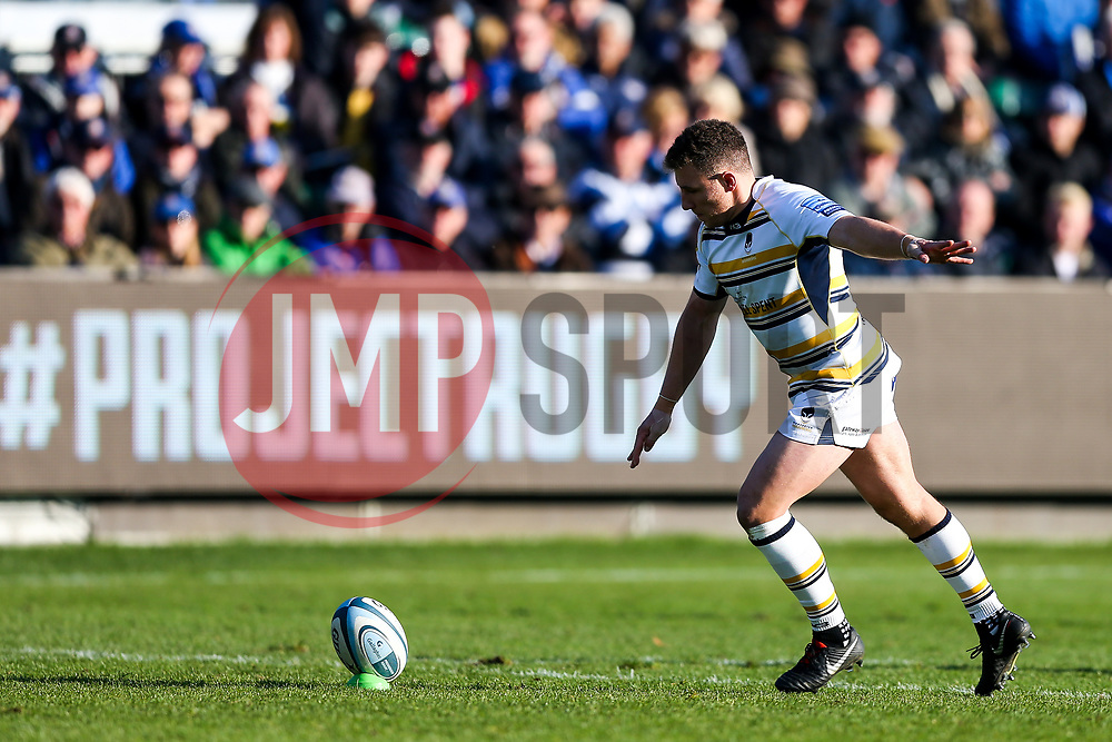 Duncan Weir of Worcester Warriors kicks a conversion - Rogan/JMP - 17/11/2018 - RUGBY UNION - The Recreation Ground - Bath, England - Bath Rugby v Worcester Warriors - Gallagher Premiership.