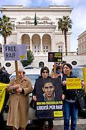 Roma 15 Gennaio 2015<br /> Sit-in di Amnesty International Italia, davanti all'Ambasciata dell'Arabia Saudita  per chiedere l'annullamento della condanna a 10 anni di carcere e a 1000 frustate inflitta a Raif Badawi blogger saudita imprigionato con l'accusa di apostasia.<br /> Rome January 15, 2015<br /> Sit-in of Amnesty International Italy, in front of the Embassy of Saudi Arabia to ask for the annulment of the sentence of 10 years in prison and 1000 lashes inflicted on Raif Badawi Saudi blogger jailed on charges of apostasy.