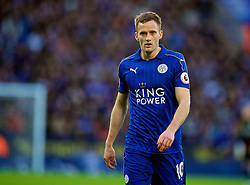 LEICESTER, ENGLAND - Boxing Day Monday, December 26, 2016: Leicester City's Andy King in action against Everton during the FA Premier League match at Filbert Way. (Pic by David Rawcliffe/Propaganda)