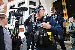 © Licensed to London News Pictures. 20/05/2019. London, UK.  Police leave after arriving at the door outside the Ecuadorian embassy in London today. WikiLeaks have reported that Julian Assange's belongings from his time living in the Ecuadorian embassy in London will be handed over to US prosecutors today. Photo credit: Vickie Flores/LNP