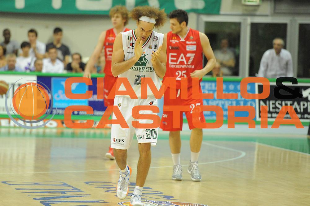 DESCRIZIONE : Siena Lega A 2011-12 Montepaschi Siena EA7 Emporio Armani Milano Finale scudetto gara 5<br /> GIOCATORE : Shaun Stonerook<br /> CATEGORIA: esultanza<br /> SQUADRA : Montepaschi Siena<br /> EVENTO : Campionato Lega A 2011-2012 Finale scudetto gara 5<br /> GARA : Montepaschi Siena EA7 Emporio Armani Milano<br /> DATA : 17/06/2012<br /> SPORT : Pallacanestro <br /> AUTORE : Agenzia Ciamillo-Castoria/GiulioCiamillo<br /> Galleria : Lega Basket A 2011-2012  <br /> Fotonotizia : Siena Lega A 2011-12 Montepaschi Siena EA7 Emporio Armani Milano Finale scudetto gara 5<br /> Predefinita :