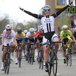 DELFZIJL wielrennen, De eerste etappe van de Energiewachttour 2014 werd verreden rond Delfzijl. etappewinst voor Kirsten Wild