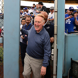Hall of Fame broadcaster Vin Scully smiles as he makes his way to the stage during the fourth annual offseason FanFest on Saturday, Jan. 30, 2016 in Los Angeles. <br /> (Photo by Keith Birmingham/ Pasadena Star-News)