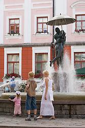 Fountain Kissing Students, Tartu Hanseatic Days 2008, Estonia, Europe