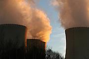Temelin/Tschechische Republik, CZE, 11.12.06: Entweichende Dampfschwaden aus den Kühltürmen des Atomkraftwerks Temelin.<br /> <br /> Temelin/Czech Republic, CZE, 11.12.06: View on exhalation of Temelin NPS cooling towers.
