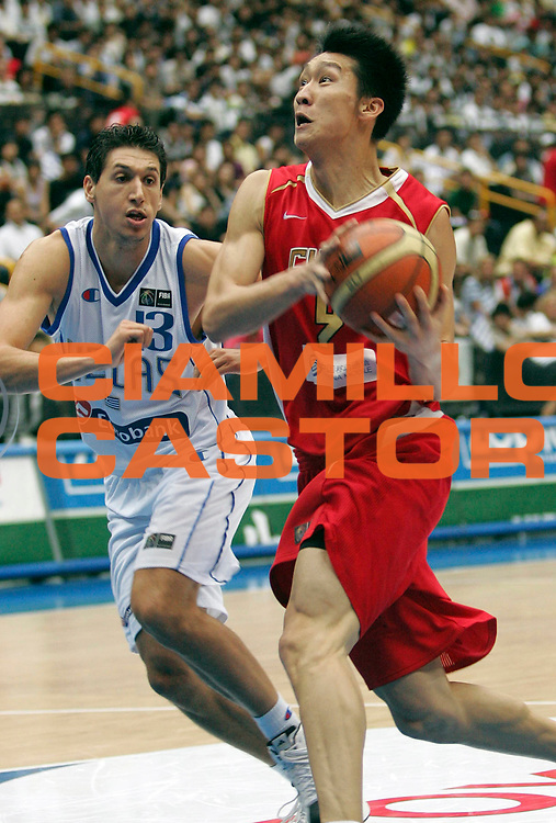 DESCRIZIONE : Saitama Giappone Japan Men World Championship 2006 Campionati Mondiali Greece-China <br /> GIOCATORE : Sun <br /> SQUADRA : China Cina <br /> EVENTO : Saitama Giappone Japan Men World Championship 2006 Campionato Mondiale Greece-China <br /> GARA : Greece China Grecia Cina <br /> DATA : 27/08/2006 <br /> CATEGORIA : Penetrazione <br /> SPORT : Pallacanestro <br /> AUTORE : Agenzia Ciamillo-Castoria/M.Kulbis <br /> Galleria : Japan World Championship 2006<br /> Fotonotizia : Saitama Giappone Japan Men World Championship 2006 Campionati Mondiali Greece-China <br /> Predefinita :