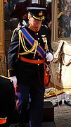 Aankomst koninklijke familie in de gouden koets bij de Ridderzaal op Prinsjesdag 2012. /// Arrival royal family in the golden coach at the Riddrerzaal on &quot;Prinsjesdag&quot;in The Hague<br /> <br /> Op de foto / On the photo:  Kroonprins Willem-Alexander stapt uit de gouden koets
