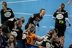 23-11-2017 NED: Nederland - Italie, Eindhoven<br /> Uitzwaaiduel Oranje in een volgepakt Topsportcentrum in Eindhoven tegen Italie wordt met ruime cijfers gewonnen 41-16 / Tess Wester #33 of Netherlands