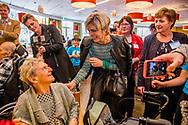 DEN HAAG - Prinses Laurentien opent Adoptiedag in Schilderswijk Den Haag<br /> <br /> Woensdag 12 april vindt de volgende editie van de Adoptiedag plaats, waar op deze keer een basisschool een verpleeghuis adopteert. Na staatssecretaris Sander Dekker, die op 9 maart jl de adoptiedag opende, is het nu de beurt aan prinses Laurentien. Samen met de Jan Ligthartschool uit Den Haag brengt zij een bezoek aan verpleeghuis De Schildershoek (HWW zorg).<br /> <br /> De Jan Ligthartschool maakt deel uit van het initiatief &lsquo;Adopteer een verzorgingshuis&rsquo; van de Stichting Creatief Onderwijs. Hierbij gaan schoolklassen maandelijks op bezoek bij de bewoners van verzorgingshuizen in Nederland. Het samengaan van generaties cre&euml;ert een bijzondere band. Kinderen en ouderen zijn natuurlijke bondgenoten als het gaat om hun visie op onze samenleving: beiden bekijken de wereld vanuit een heel eigen perspectief en dat zorgt voor verrassende observaties en contacten. Vanuit haar werkzaamheden voor Missing Chapter Foundation is prinses Laurentien nauw betrokken bij de dialoog tussen generaties.  copyright robin utrecht