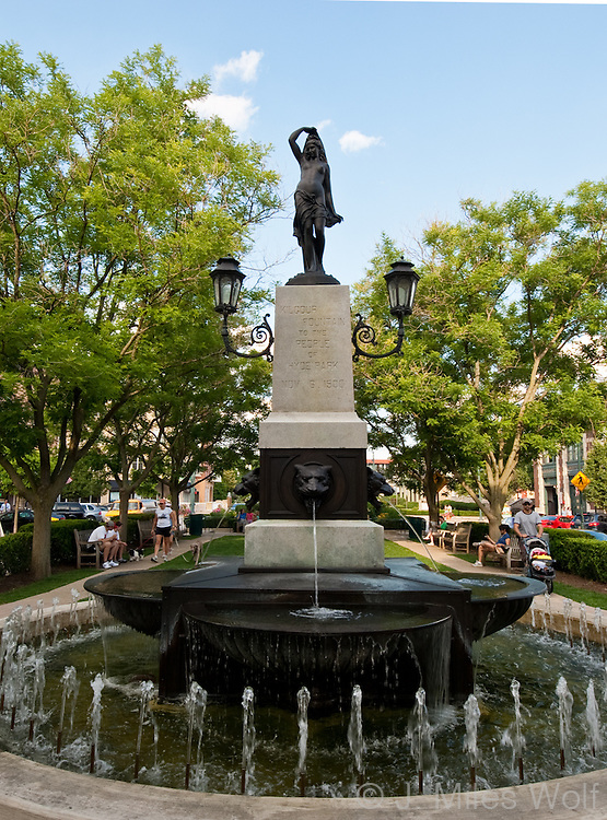 Hyde Park Square Statue and Fountain