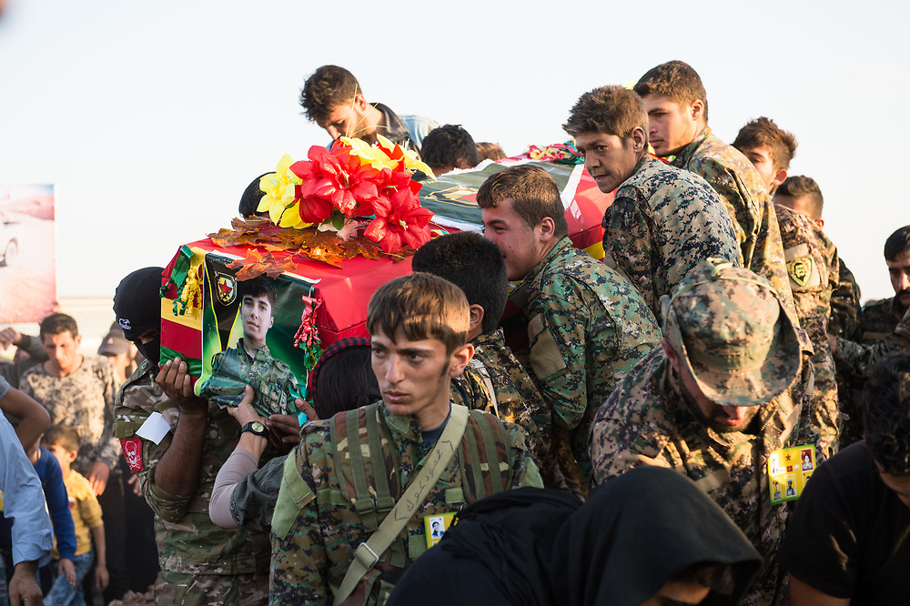 At Martyrs' Cemetery of Kobanê People carry the coffin of YPG member Alan Ararat (Edhem Şêxo) who lost his life during the Raqqa operation. Kobanê, Syria, October 14, 2017