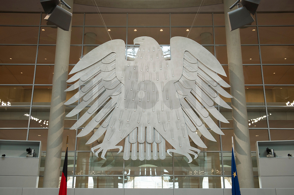 17 OCT 2013, BERLIN/GERMANY:<br /> Bundesadler, Plenum, Deutscher Bundestag<br /> IMAGE: 20131017-01-011<br /> KEYWORDS: Plenarsaal