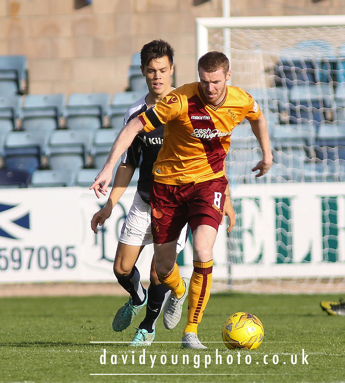 Dundee&rsquo;s Jesse Curran shadows Motherwell&rsquo;s Stephen Pearson - Dundee v Motherwell - Ladbrokes Premiership at Dens Park<br /> <br /> <br />  - &copy; David Young - www.davidyoungphoto.co.uk - email: davidyoungphoto@gmail.com