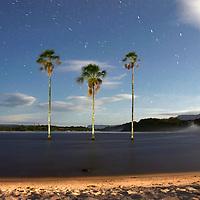 Vista nocturna de la laguna Canaima. Edo. Bolivar. Venezuela. Night view of Canaima lagoon. Edo. Bolivar.