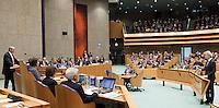 Nederland. Den Haag, 26 oktober 2010.<br /> De Tweede Kamer debatteert over de regeringsverklaring van het kabinet Rutte.<br /> Wilders en Cohen in debat, bewindslieden luisteren in vak K,<br /> Kabinet Rutte, regeringsverklaring, tweede kamer, politiek, democratie. regeerakkoord, gedoogsteun, minderheidskabinet, eerste kabinet Rutte, Rutte1, Rutte I, debat, parlement<br /> Foto Martijn Beekman