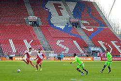 13-12-2015 NED: FC Utrecht - AFC Ajax, Utrecht<br /> Utrecht verslaat Ajax opnieuw in de Galgenwaard 1-0 / Lege Bunnik Side tijdens de wedstrijd. Nacer Barazite #10, Rico Strieder #7 DUI