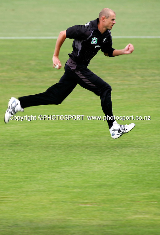 Chris Martin in action. New Zealand v Bangladesh, 2nd ODI,  McLean Park, Napier, New Zealand. Friday 28 December 2007. Photo: John Cowpland/PHOTOSPORT