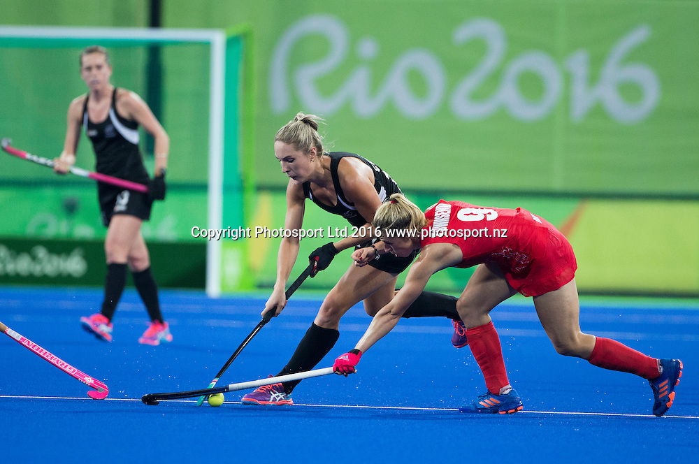 New Zealand's Sophie Cocks makes a break. New Zealand Blacksticks women v Great Britain, Olympic hockey Semi Final Olympic Rowing,  Rio Olympics Games 2016, Rio de Janeiro. Wednesday 17 August, 2016. Copyright photo: John Cowpland / www.photosport.nz