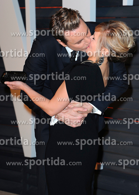 22.02.2015, Wallis Anneberg Center for the Performing Arts, Beverly Hills, USA, Vanity Fair Oscar Party 2015, Roter Teppich, im Bild Dax Shepard and Kristen Bell // during the red Carpet of 2015 Vanity Fair Oscar Party at the Wallis Anneberg Center for the Performing Arts in Beverly Hills, United States on 2015/02/22. EXPA Pictures &copy; 2015, PhotoCredit: EXPA/ Newspix/ PGSK<br /> <br /> *****ATTENTION - for AUT, SLO, CRO, SRB, BIH, MAZ, TUR, SUI, SWE only*****