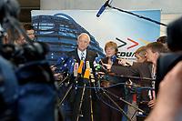04 SEP 2003, BERLIN/GERMANY:<br /> Edmund Stoiber (L), CSU, Ministerpraesident Bayern, und Angela Merkel (R), CDU Bundesvorsitzende, geben ein Pressestaement zu den Ergebnissen des Treffens von Unionsfuehrung und komunalen Spitzenverbaenden, Jakob-Kaiser-Haus, Deutscher Bundestag <br /> IMAGE: 20030904-01-006<br /> KEYWORDS: Mikrofon, microphone, Journalist, Journalisten
