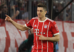 14.04.2018, Allianz Arena, Muenchen, GER, 1. FBL, FC Bayern Muenchen vs Borussia Moenchengladbach, 30. Runde, im Bild Jubel mit blauem Auge - Robert Lewandowski // during the German Bundesliga 30th round match between FC Bayern Munich and Borussia Moenchengladbach at the Allianz Arena in Muenchen, Germany on 2018/04/14. EXPA Pictures &copy; 2018, PhotoCredit: EXPA/ Sammy Minkoff<br /> <br /> *****ATTENTION - OUT of GER*****