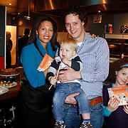 NLD/Amsterdam/20111123 - Boekpresentatie Maureen du Toit ' Altijd & overal feest', Maureen du Toit met broer Gijs en neefje Tijn en dochter Carlijn