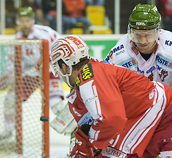 27.09.2015, Stadthalle, Klagenfurt, AUT, EBEL, EC KAC vs HCB Suedtirol, im Bild Jason DeSantis , (EC KAC, #5), Gander Markus (HCB Suedtirol #23) // during the Erste Bank Eishockey League match betweeen EC KAC and HCB Suedtirol at the City Hall in Klagenfurt, Austria on 2015/09/27. EXPA Pictures © 2015, PhotoCredit: EXPA/ Gert Steinthaler