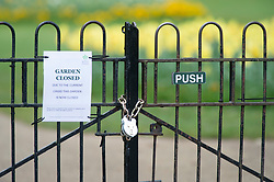 ©Licensed to London News Pictures 31/03/2020  <br /> Greenwich, UK. A closed notice on the flower garden gates. People get out of the house from Coronavirus lockdown to exercise in Greenwich Park, London. The Prime Minister Boris Johnson has asked people to stay at home to help in the fight against Covid-19 and to only go out for essential reasons. credit:Grant Falvey/LNP