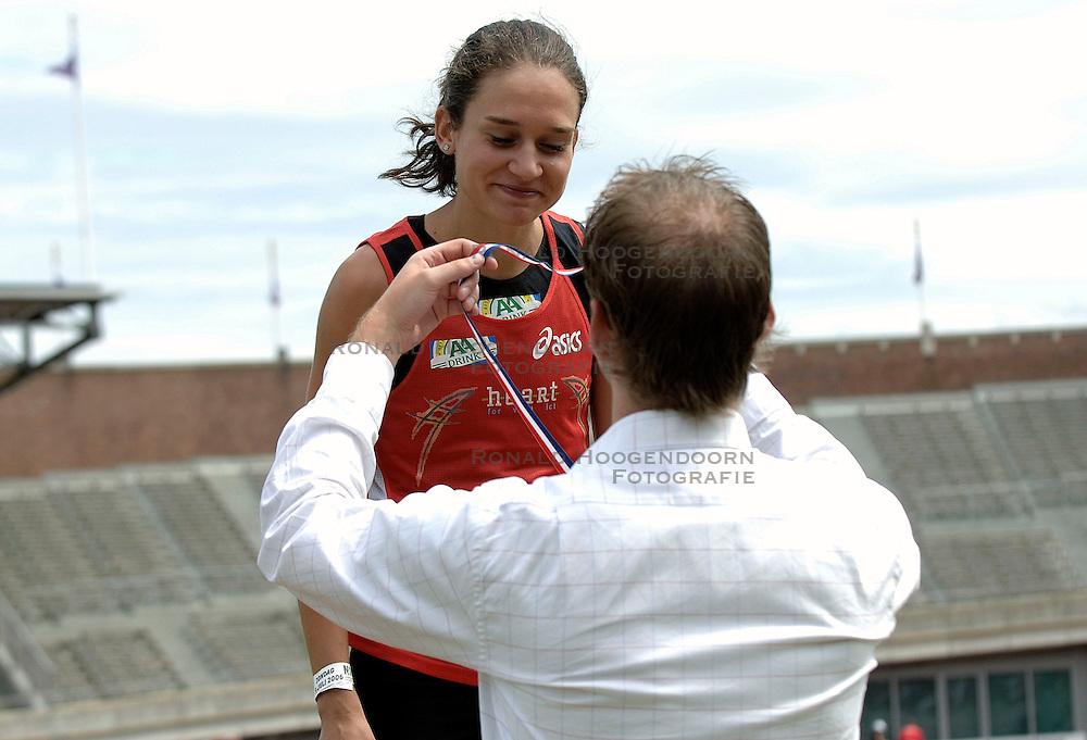 09-07-2006 ATLETIEK: NK BAAN: AMSTERDAM<br /> Adrienne Herzog - aadrink<br /> &copy;2006-WWW.FOTOHOOGENDOORN.NL