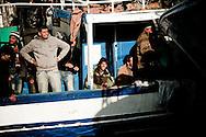 LAMPEDUSA. L'ARRIVO DI CLANDESTINI TUNISINI A BORDO DI UN BARCONE NEL PORTO DI LAMPEDUSA;
