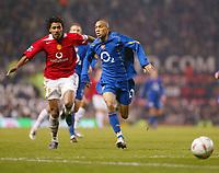 Fotball<br /> England 2004/2005<br /> Kvartfinale Carling Cup<br /> 01.12.2004<br /> Foto: BPI/Digitalsport<br /> NORWAY ONLY<br /> <br /> Manchester United v Arsenal<br /> <br /> Kleberson of Man Utd lands badly on his right foot chasing Gael Clichy