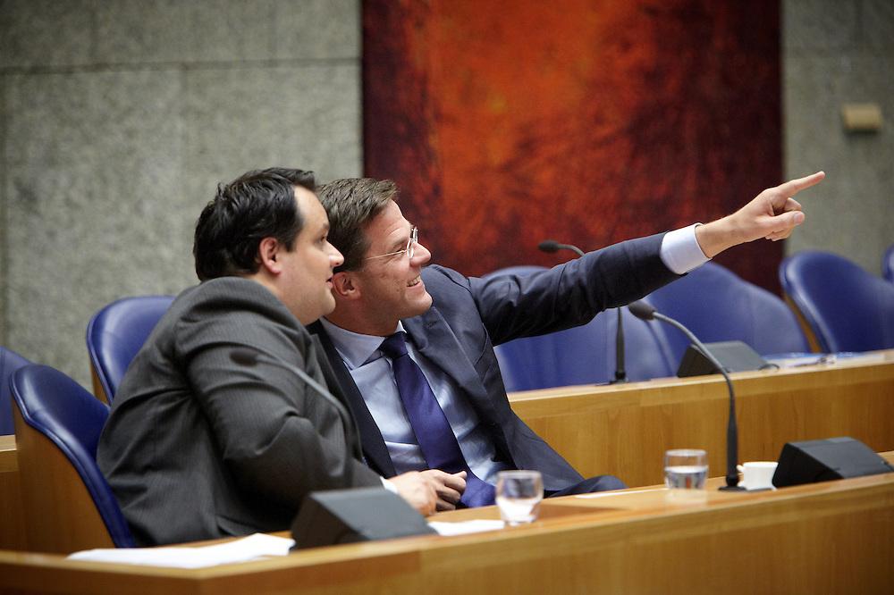 Nederland. Den Haag, 26 april 2012. <br /> Debat over gesloten akkoord. Demissionair premier Rutte en demissionair minister van Financien de Jager. in vak K. <br /> VVD, CDA, D66, GroenLinks en ChristenUnie zijn met het kabinet een principe-akkoord overeengekomen over de begroting van volgend jaar.<br /> Men is als Tweede Kamer uit de impasse gekomen om voor mei een begroting voor 2013 op te stellen na de val van het kabinet Rutte van VVD, CDA en met gedoogsteun van de PVV van Geert Wilders. Crisisakkoord na mislukken ook van Catshuisberaad. 3% Financieringstekort.<br /> Het kabinet en de regeringspartijen VVD en CDA hebben in twee politiek gezien krankzinnige dagen met de oppositiepartijen D66, GroenLinks en de ChristenUnie een akkoord gesloten over bezuinigingen en hervormingen in 2013. Minister Jan Kees de Jager van Financi&euml;n koppelde als verkenner de vijf partijen aan elkaar en kreeg in nog geen 30 uur voor elkaar waar VVD en CDA met gedoogpartij PVV in 7 weken overleg in het Catshuis niet in waren geslaagd. Politiek, kabinet Rutte, kabinetscrisis, Catshuisonderhandelingen, Tweede Kamer, <br /> Foto : Martijn Beekman