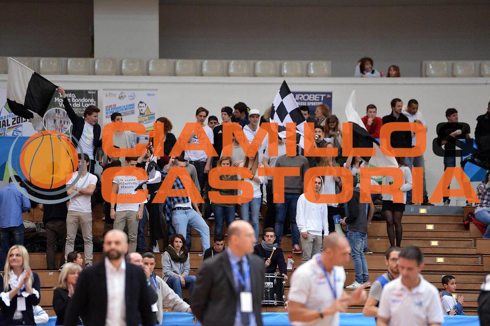 DESCRIZIONE : Trento Final Four Eurobet 2013 Semifinale Novipiu Casale Monferrato Bitumcalor Trento<br /> GIOCATORE : Tifosi<br /> CATEGORIA : Tifosi<br /> SQUADRA : Bitumcalor Trento<br /> EVENTO : Trento Final Four Eurobet 2013<br /> GARA : Novipiu Casale Monferrato Bitumcalor Trento<br /> DATA : 09/03/2013<br /> SPORT : Pallacanestro<br /> AUTORE : Agenzia Ciamillo-Castoria/GiulioCiamillo<br /> Galleria : Legadue Trento Final Four Eurobet 2013<br /> Fotonotizia : Trento Final Four Eurobet 2013 Semifinale Novipiu Casale Monferrato Bitumcalor Trento