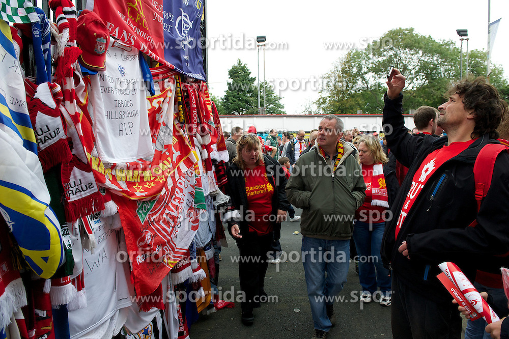 23.09.2012, Anfield, Liverpool, ENG, Premier League, FC Liverpool vs Manchester United, 5. Runde, im Bild Tributes left at Liverpool FC's Shankly Gates before The release of the Hillsborough Independent Panel's report shed light on one of the biggest cover-up's in British history which sought to deflect blame from the Police onto the Liverpool supporters during the English Premier League 5th round match between Liverpool FC and Manchester United at Anfield, Liverpool, Great Britain on 2012/09/23. EXPA Pictures © 2012, PhotoCredit: EXPA/ Propagandaphoto/ David Rawcliff..***** ATTENTION - OUT OF ENG, GBR, UK *****