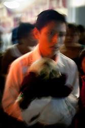 Un giovane porta il teschio fuori dalla chiesa.<br /> A young boy bring the skull out of the church.