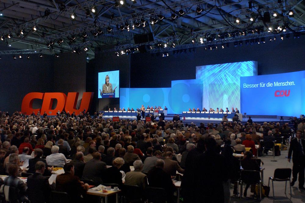 11 NOV 2002, HANNOVER/GERMANY:<br /> Uebersicht Plenarsaal CDU Bundesparteitag, Hannover Messe<br /> IMAGE: 20021111-01-054<br /> KEYWORDS: Parteitag, party congress, &Uuml;bersicht , Saal