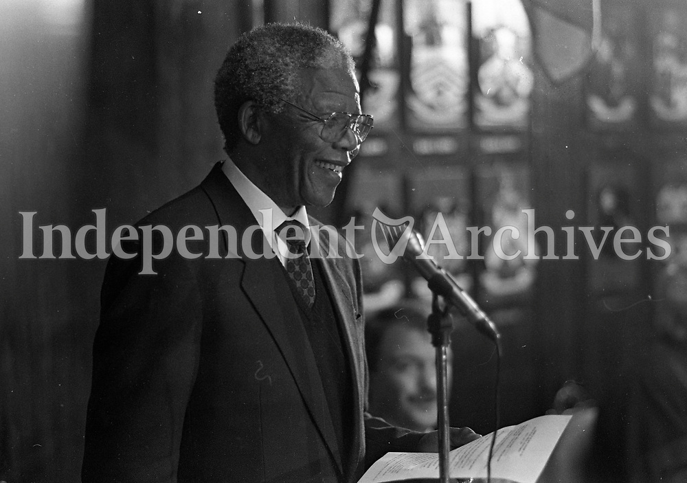 Nelson Mandela gives a speech after he receives the Freedom of the City during his visit to the Mansion House, 01/07/1990 (Part of the Independent Newspapers Ireland/NLI Collection).
