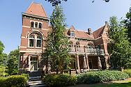 Nederland, Rosmalen, 20150711.COA zoekt ruimte voor asielzoekerscentrum in Den Bosch<br /> Gebouwen van Coudewater aan de Berlicumseweg in Rosmalen. Voormalige bestuurgebouwNu is Geestelijke Gezondheidszorg Oost-Brabant (GGZ Oost-Brabant) in het merendeel van deze gebouwen gevestigd.Het Centraal Orgaan opvang Asielzoekers (COA) heeft Den Bosch gevraagd of het een asielzoekerscentrum van 600 tot 800 asielzoekers in de gemeente kan realiseren. De gemeente wil daaraan meewerken en de voorkeur gaar uit naar Coudewater.Netherlands, Rosmalen, 20150711.Buildings Coudewater the Berlicumseweg in Rosmalen.Now Mental Health East Brabant (GGZ Oost Brabant) based in the majority of these buildings.The Central Agency for the Reception of Asylum Seekers (COA) Den Bosch has asked if it can realize a refugee center from 600 to 800 asylum seekers in the community. The municipality wants to contribute to it and prefer to cook from Coudewater.